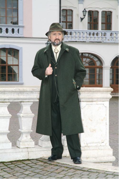 Levente II. hosszú kabát